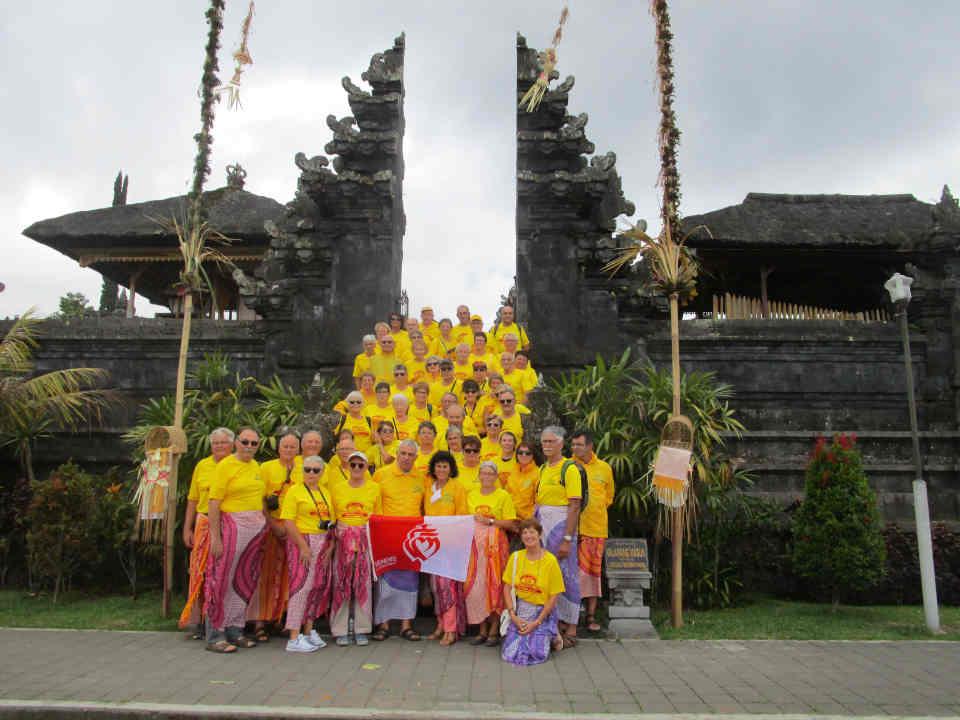 R4JCV au temple de Besakih